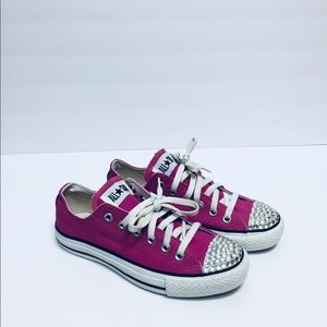 68890f5e4962 3. 2. Converse · Converse pink with Bling on toe. Size 7